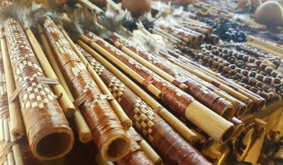 Artesanías guaraní en la Aripuca