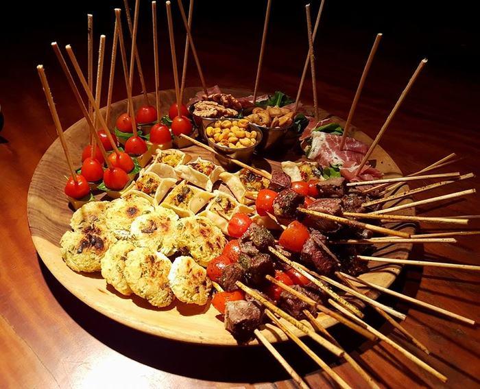platos de comida en la aripuca
