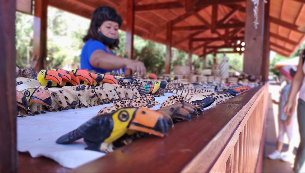 Artesanías guaraníes en el centro de visitantes