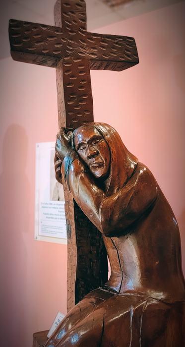 Virgen de madera en el museo de la selva